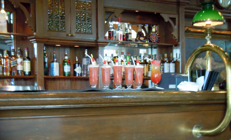 Singapore Slings on Long Bar Raffles Hotel, Singapore